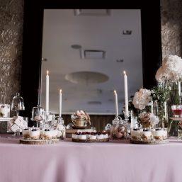 Saldus stalas Vanilės namai